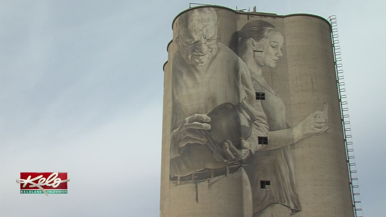 Silo Mural Going Up In Fort Dodge, Iowa